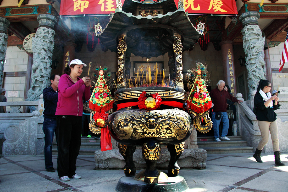 A large censer at the entrance of Thien Hau Temple.